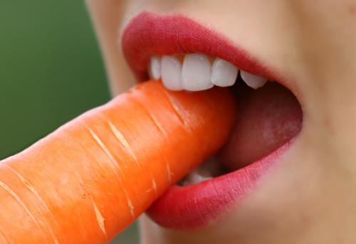 Врач-стоматолог рассказала, как употребление разных сладостей влияет на здоровье зубов