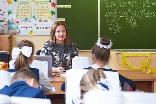 У молодых российских учителей может появиться единый оклад