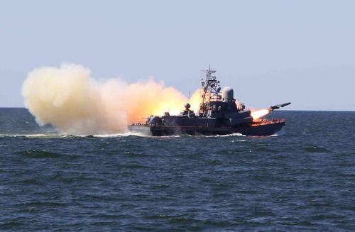 Малый ракетный корабль ТОФ «Иней» провёл в Японском море ракетные и артиллерийские стрельбы