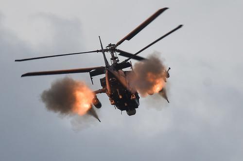 На Кубани боевые вертолеты ЮВО ракетными пусками уничтожают авиацию условного противника