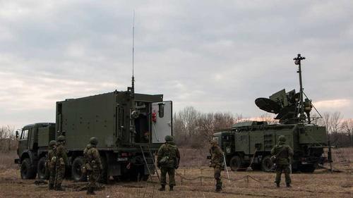 Украинские СМИ: РЭБ российских войск начали глушить средства связи ВСУ в Донбассе