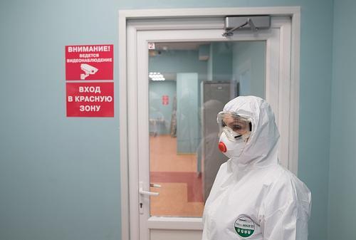 Профсоюз добивается доплат для уборщиц из красной зоны госпиталей