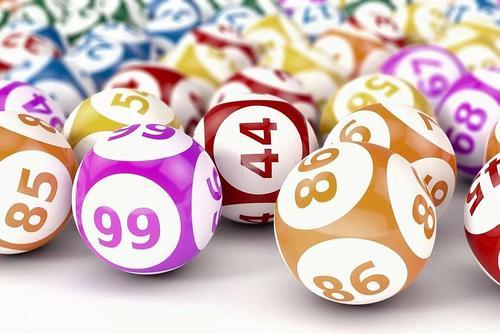 Из-за падения доходов люди пытаются поправить материальное положение при помощи удачи