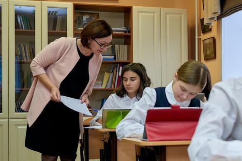 Законодатели предлагают провести экспертизу учебной нагрузки на школьников