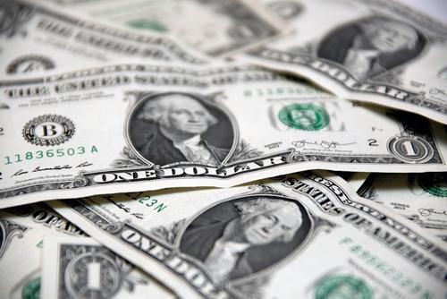 Политолог Суздальцев оценил вероятность ухода от использования доллара