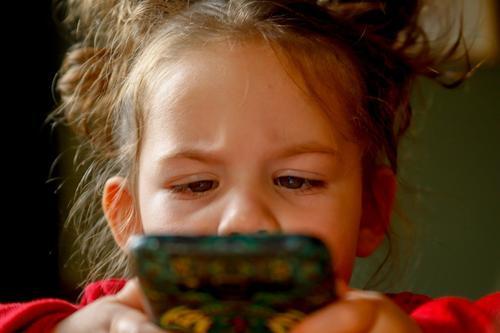 Дети считают голосовых помощников живыми существами, а позднее могут в них влюбиться