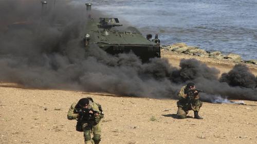 На фоне учений НАТО в Черном море морпехи ЧФ РФ отработали уничтожение десанта условного противника, высадившегося на берег Крыма