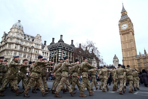 Британцы не хотят служить в армии, поэтому Лондон вынужден сократить свои Вооруженные силы