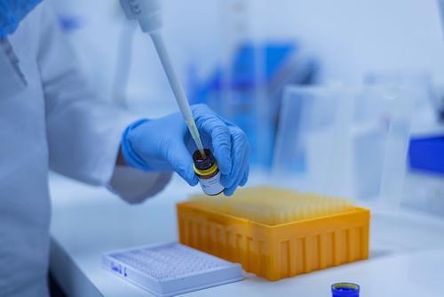 В центре Гамалеи научились за два дня модернизировать вакцину против COVID-19
