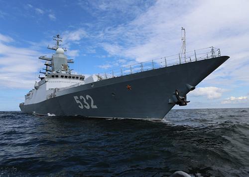 Российские боевые корабли завершили демонстрацию Андреевского флага у берегов Британии