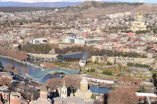 Перед парламентом Грузии в Тбилиси проходит акция протеста против комендантского часа