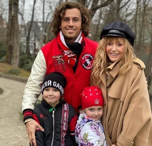 Максим Галкин опубликовал фото дочери Лизы и ее любимого