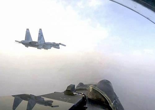 В Приморье истребители ВВС и ПВО ВВО отработали тактические схемы ведения воздушного боя против самолетов противника