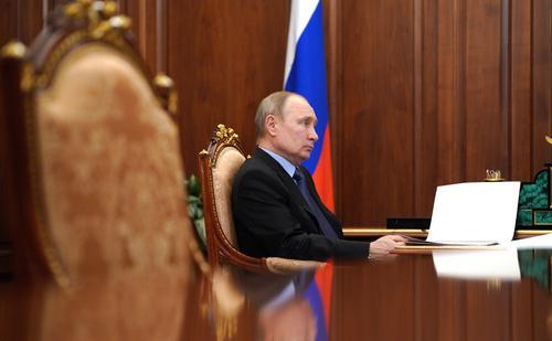 Путин подписал закон о президентских сроках, позволяющий ему баллотироваться на пост президента РФ