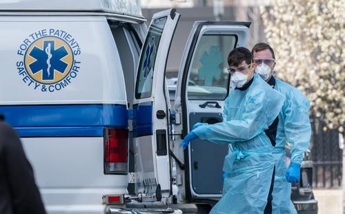 В США за сутки выявили более 61 тысячи случаев COVID-19