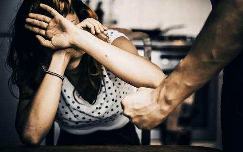 Бьет, значит, сядет? В России проблема домашнего насилия остается нерешенной