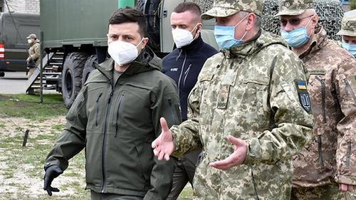 Зеленский приехал на Донбасс поддерживать «дух» своих солдат, и это не шутка