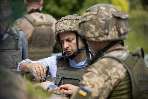 Зеленский планирует посетить позиции украинских военных в Донбассе