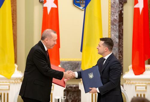 Зеленский просит Турцию помочь ему справиться с Донбассом и Крымом
