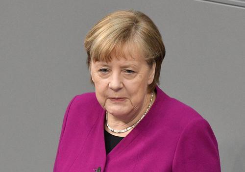 В Кремле заявили, что Меркель не требовала от Путина свернуть военное усиление у границы с Украиной