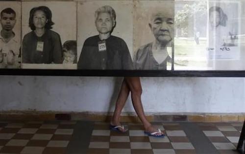 Власти Камбоджи протестуют против «улыбающихся жертв геноцида»