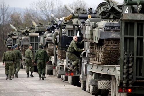 Шойгу: Америка и НАТО стягивают войска к западным границам России
