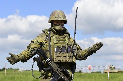 Замминистра ДНР Безсонов: разведка фиксирует присутствие в Донбассе военных НАТО