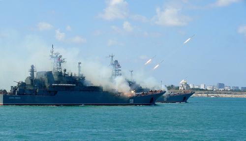 Ресурс Sohu: учения флота России обратили в «бегство» эсминцы США на подходе к Босфору