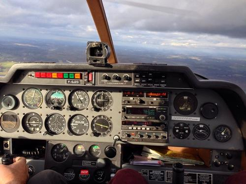 При крушении самолета во Франции погибли четыре человека