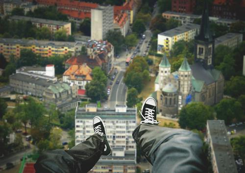 Девочка-подросток упала с высоты 28 этажа на востоке Москвы
