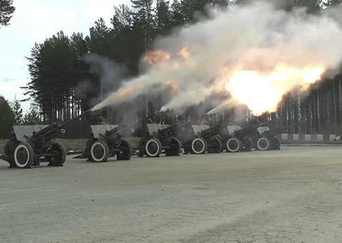 Прошла первая тренировка праздничного салюта в честь Дня Победы с участием артиллеристов ЦВО
