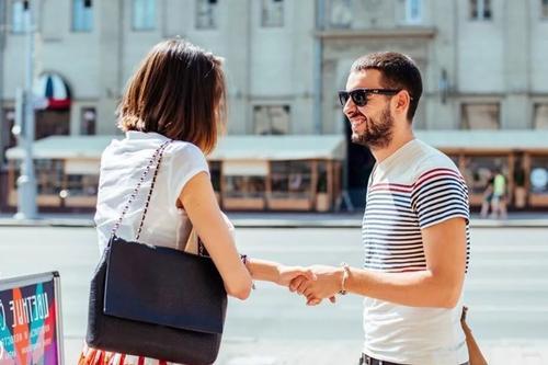 Тема знакомства и развития отношений вызывает интерес очень многих людей, особенно молодых