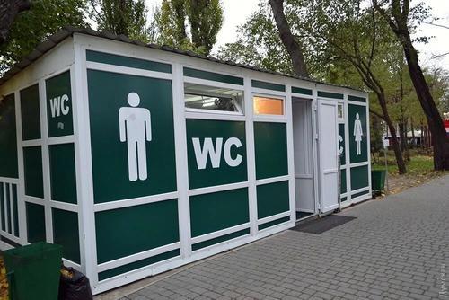 Из латвийских общественных туалетов  крадут бумагу