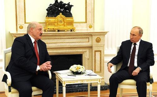 Лукашенко считает, что Зеленскому пора уже научиться вести себя дипломатично