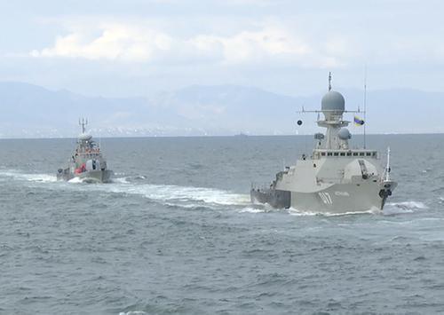 Корабли Каспийской флотилии провели морской бой с условным противником