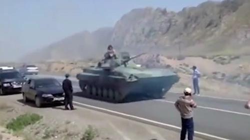 Глава МИД Киргизии ведет переговоры с коллегой из Таджикистана