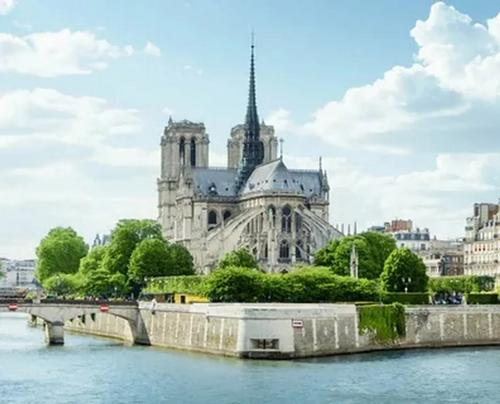 Восстановление Нотр-Дама в Париже займёт десятки лет?