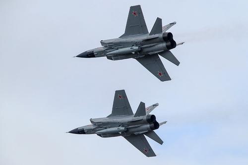 Jinri Toutiao: российские самолеты с гиперзвуковыми ракетами и атомные подлодки «держат на прицеле войска НАТО»