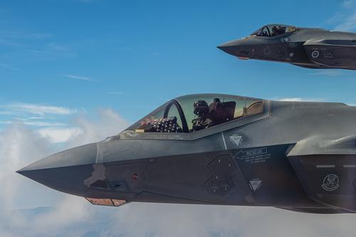 EurAsian Times: российские ПВО могут превратить американские F-22 и F-35 в груду металлолома с помощью РЛС «Струна-1»