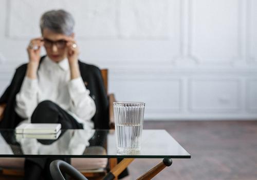 Психолог Шматова назвала проблемы, с которыми чаще всего обращаются девушки
