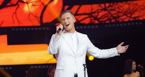 Латвийский певец завоевал симпатии жюри фестиваля «Дорога на Ялту» и получил  негативные комментарии на Родине