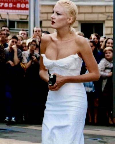 Рената Литвинова опубликовала фото на ММКФ в платье, купленном на распродаже