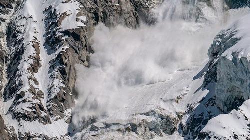 Спасатели нашли тела двух туристов, попавших под лавину в горах Бурятии