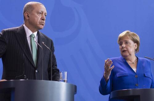 Меркель провела переговоры с Эрдоганом в формате видеоконференции