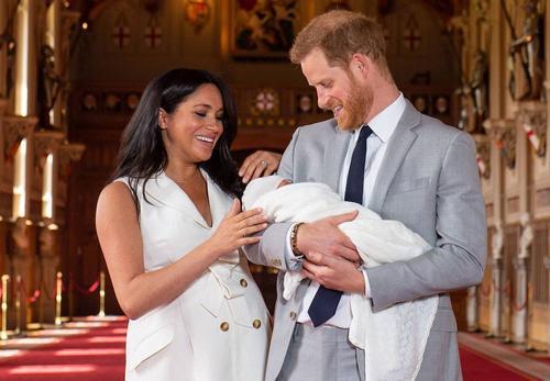 Королева Елизавета II поздравила сына принца Гарри и Меган Маркл с днем рождения