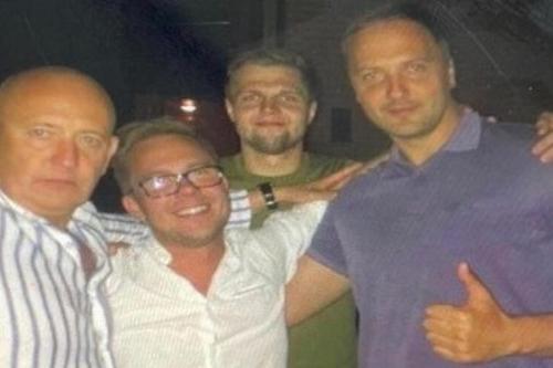 Латвийские СМИ опубликовали дружественное фото министра МВД в компании наркодилера