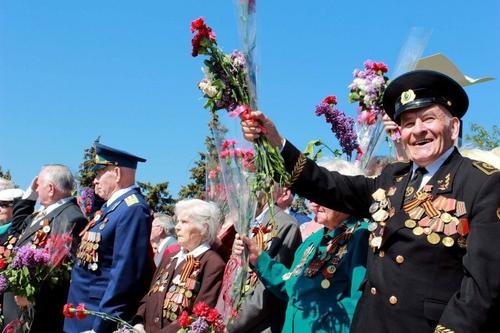 Генерал Ивашов: фронтовик в одежде, при орденах и медалях, прыгнул в озеро