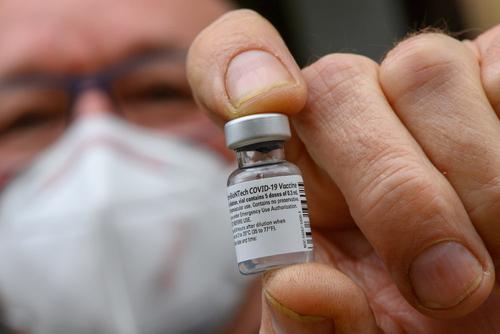 Еврокомиссия утвердила контракт с BioNTech - Pfizer на поставку 1,8 млрд доз вакцины от коронавируса