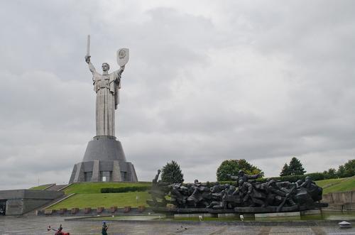 В центре Киева оппозиция провела марш против фашизма