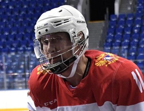 Владимир Путин вышел на лед в матче Ночной хоккейной лиги в Сочи